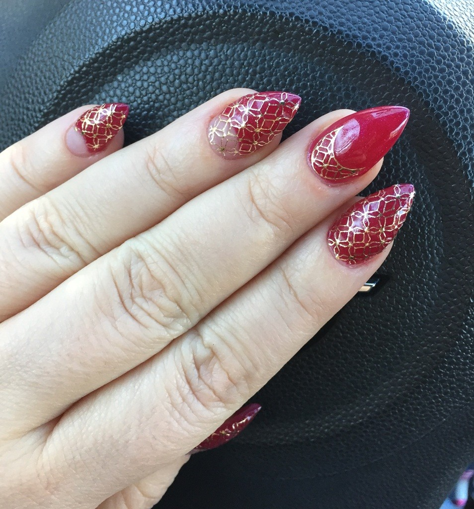 negative-space-lace-mani-catalina-stoica2