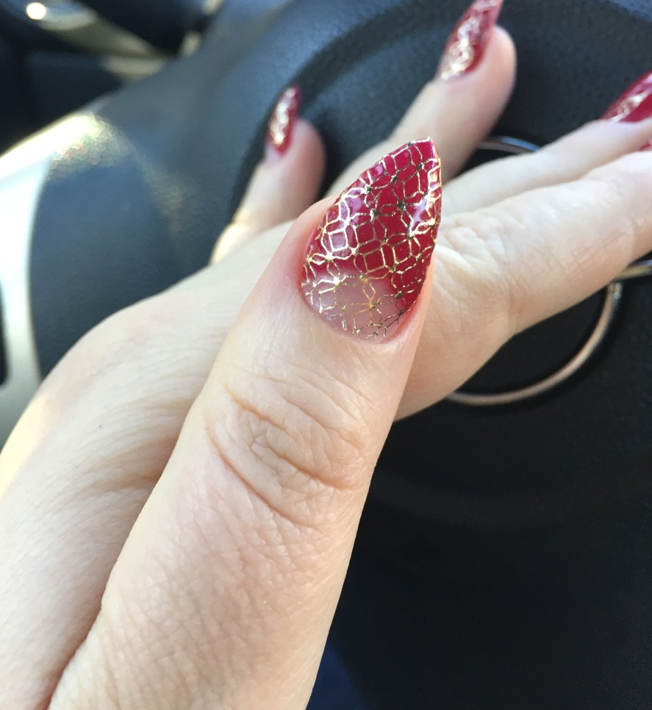 space-negative-lace-mani-catalina-stoica